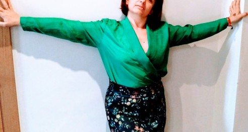 Blusa seda y falda neopreno